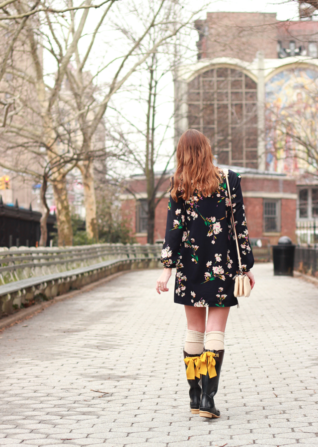 Joules_Bow_Rainboots_Floral_Shift_Dress_5