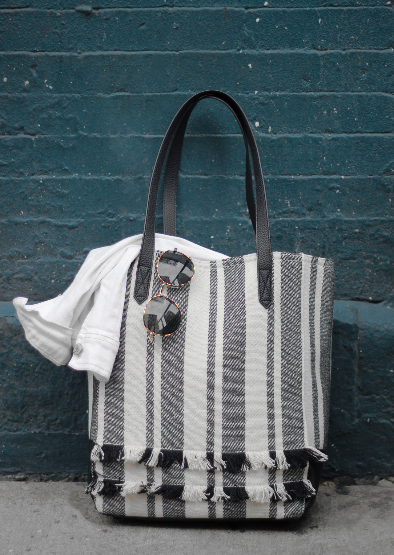 The Steele Maiden: Black and White for Summer with Old Navy - Fringe Tote and Palm Print Sneakers